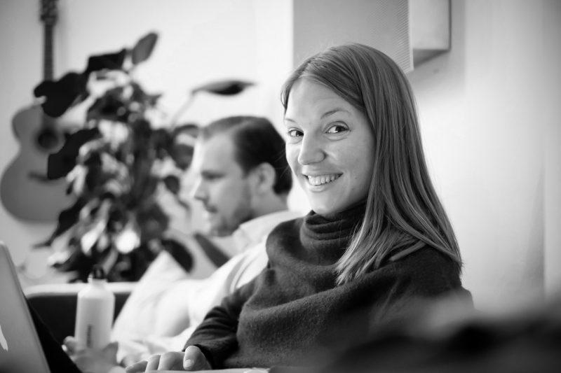 Porträtt på Anna Szendröi på kontoret